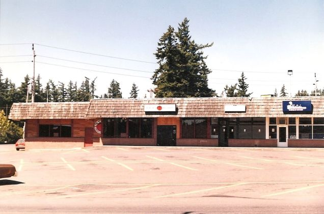 1994 Lamb's Thriftway Plaza, Big Tomato Pizza. Courtesy Colin Lamb. See post.