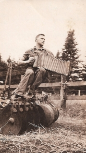 Pete Gertsch and his accordion