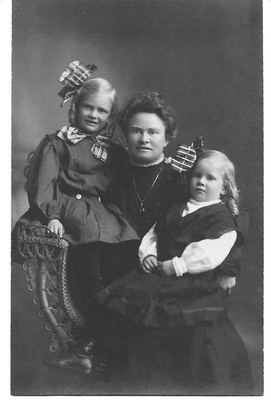 Clara with Jennie and Marion Hetlesater