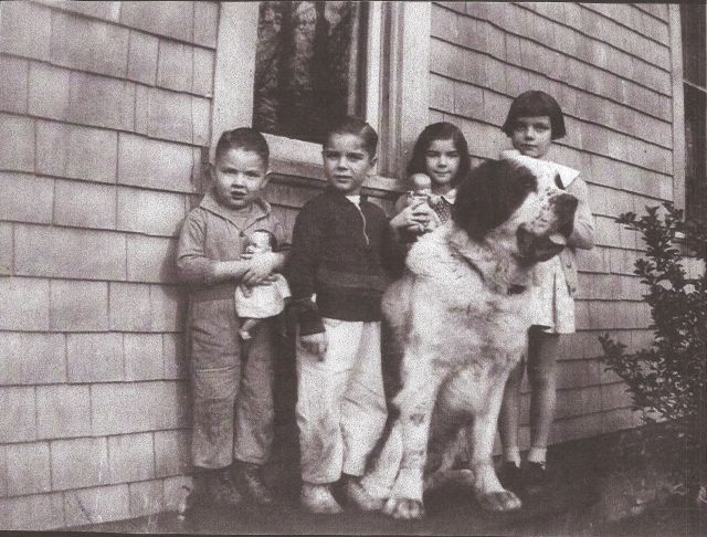 Betty the St. Bernard with L-R: Cousins Bill Norris, Doc Hickman, Lou Anne Hickman and Eilene Norris. Courtesy Doc Hickman. See post.