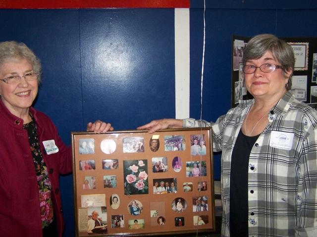 Elaine Shreve, Jan Pinniger holding photo frame of Friendship Circle.