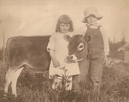 1918 Mary Helen Himes and brother George Richard in Garden Home