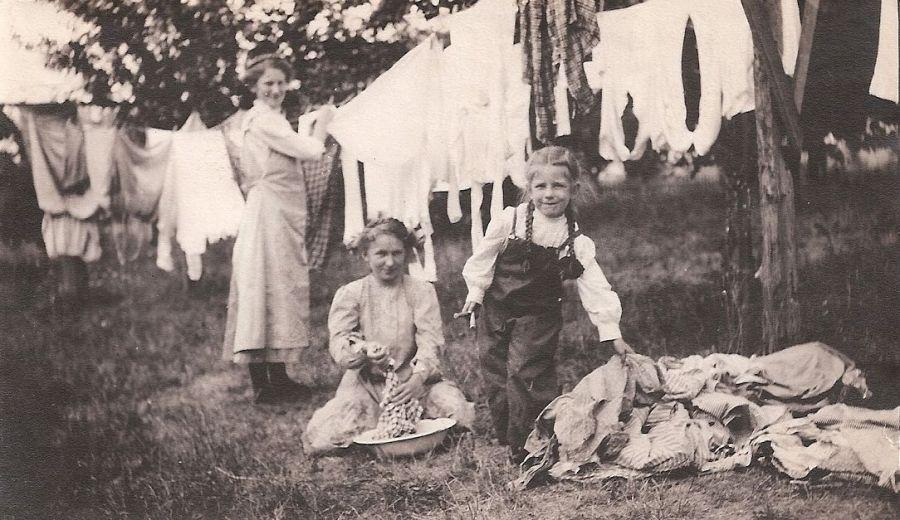Wash day, Elsie, Ida and Frieda Von Bergen hanging out the wash (vintage photo)
