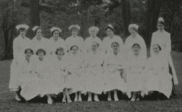 Lillian & Olive Oleson's nursing class, 1915