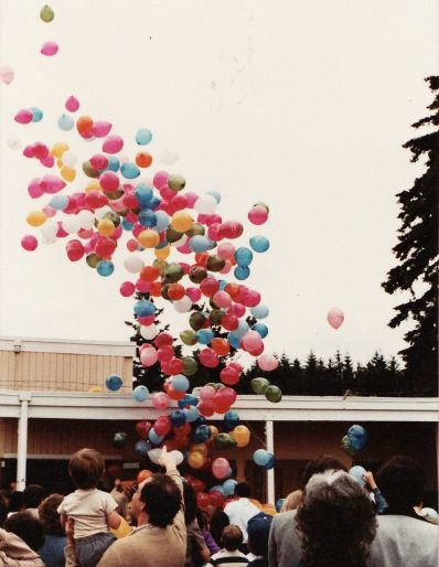 1982 Final day of Garden Home School - balloon release