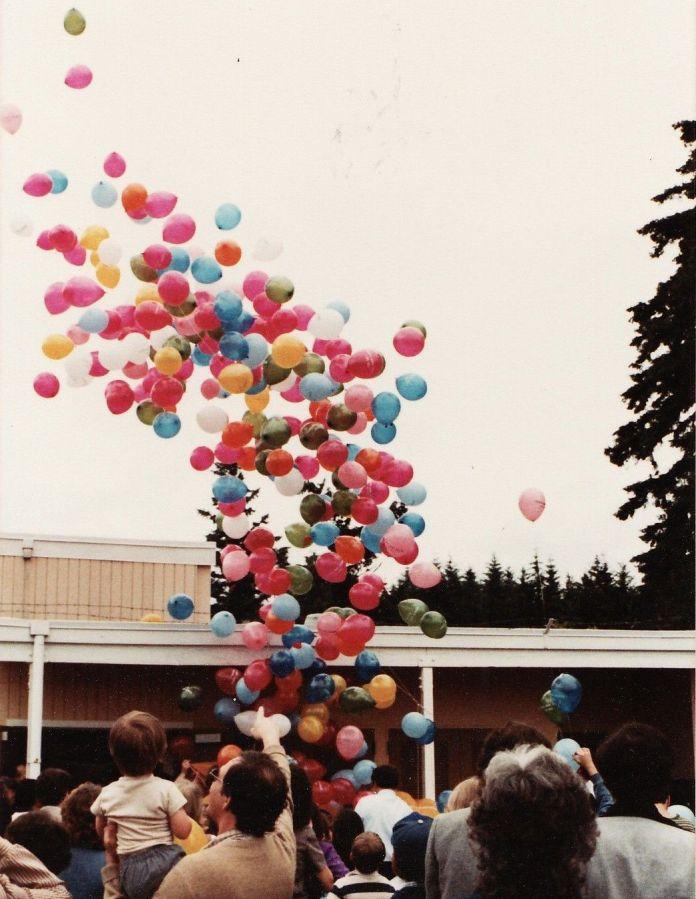 1982 Final day of Garden Home School - balloon release