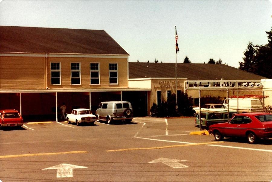 1982 Final day of Garden Home School - main entrance