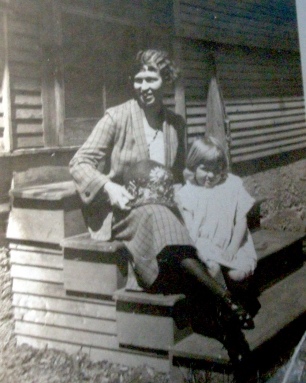 Theresa Boyd Upchurch and daughter Dorothy Upchurch, circa 1922