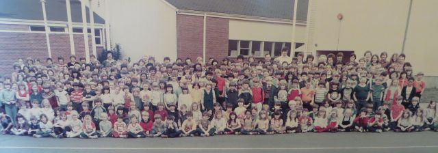 Garden Home School - Final student body picture 1982