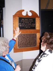 2016-bell-ringing-elaine-shreve-and-bell-plaques