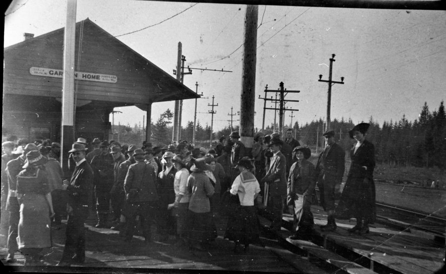 Garden Home train station - crowd