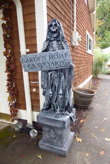 2018 Halloween - Garden Home Graveyard - Kirstin Lurtz 7130 SW 82nd