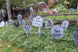 2018 Halloween - more graves - Kirstin Lurtz 7130 SW 82nd