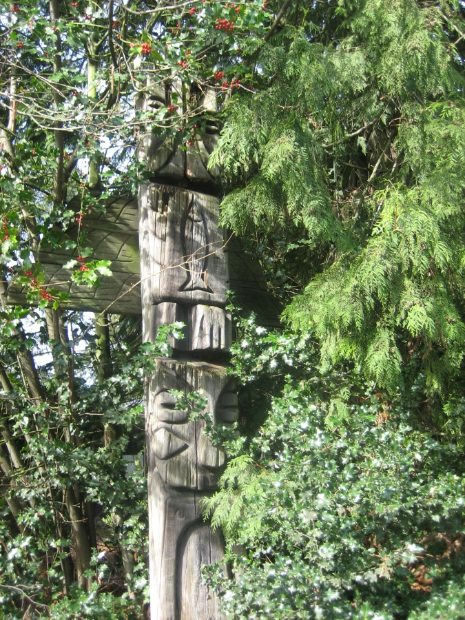 Garden Home totem pole at SW 82nd and SW Garden Home Rd - 2010