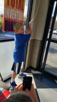 2019 Bell Ringing - Kid pulling rope