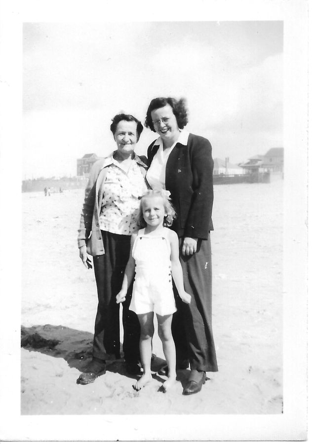 1945 Blosick family - Mrs. Blosick with Harriet Roshak and daughter Deanne Roshak