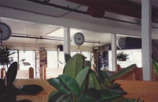 1994 Old Market Pub - note weight scales from Comellas store