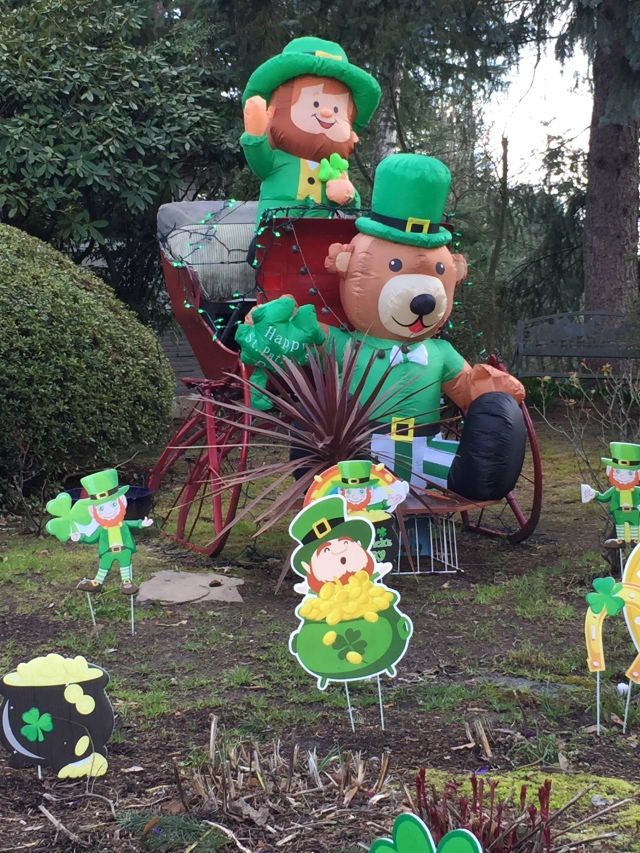 St Patricks yard display on SW 84th Ave